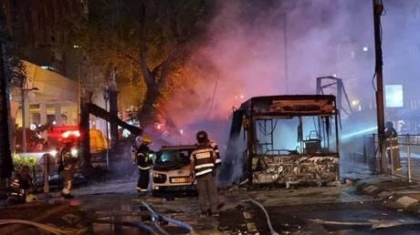 مقتل امرأة وإصابة 26 آخرين بينهم حالتان إصابتهما خطيرة بقصف من غزة على تل أبيب