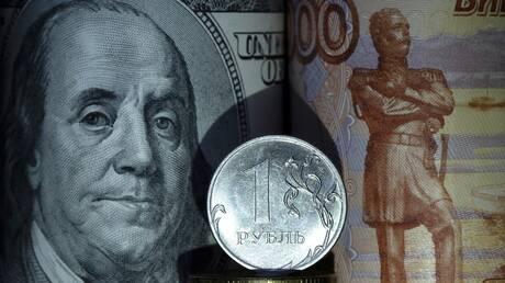 الروبل الروسي يعوض بعض خسائره أمام الدولار واليورو