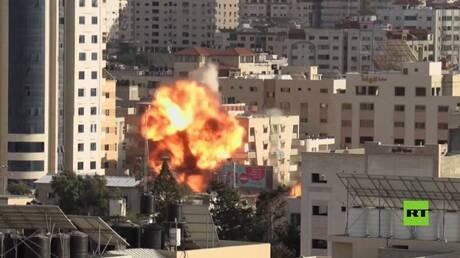 شاهد.. غارة إسرائيلية تدمر مبنى وزارة الأوقاف في غزة