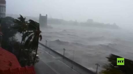 بالفيديو.. عاصفة قوية تضرب الهند
