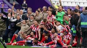 أتلتيكو مدريد يتوج بلقب بطل الدوري الإسباني لأول مرة منذ عام 2014 (فيديو)