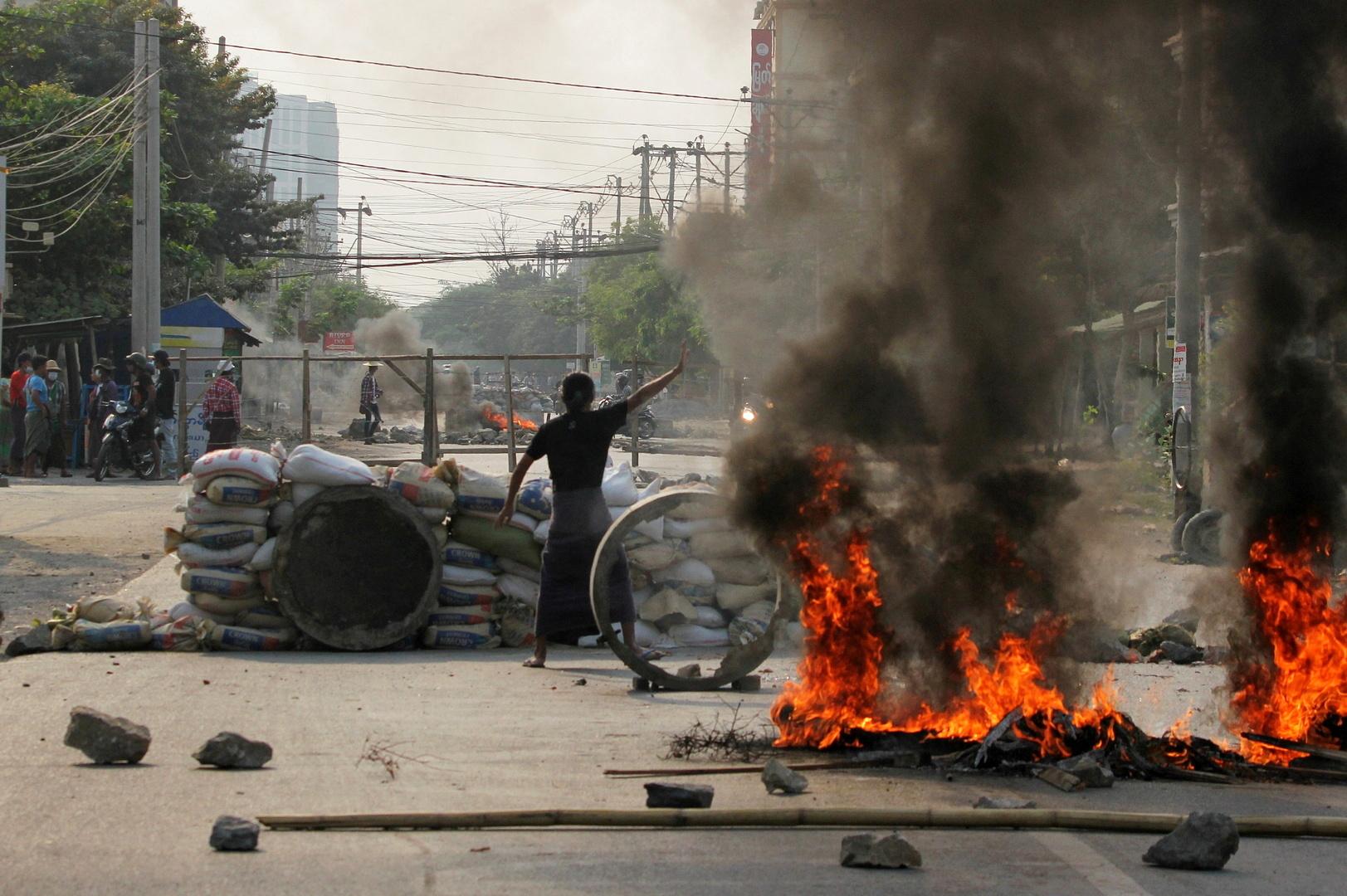 جيش ميانمار يفشل في إخماد الاحتجاجات بعد 4 أشهر من استيلائه على السلطة