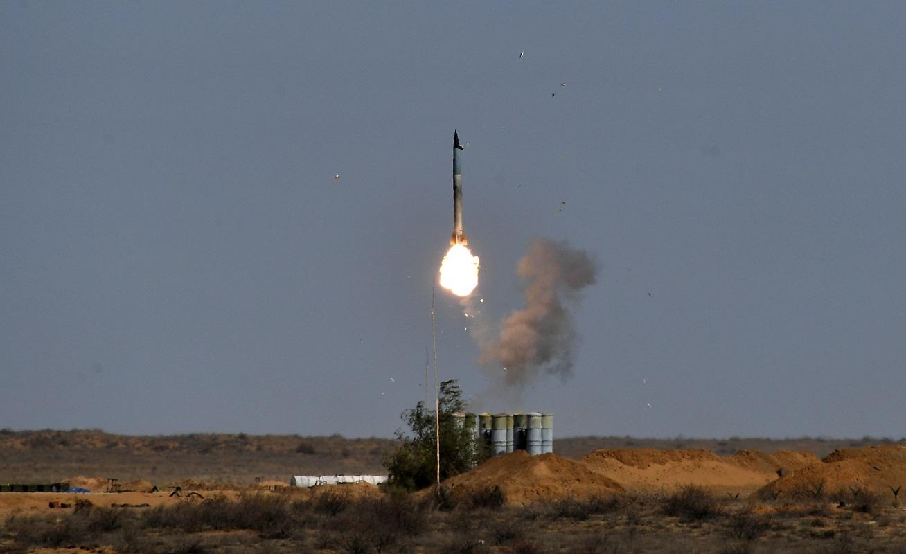 إطلاق تجريبي لصاروخ