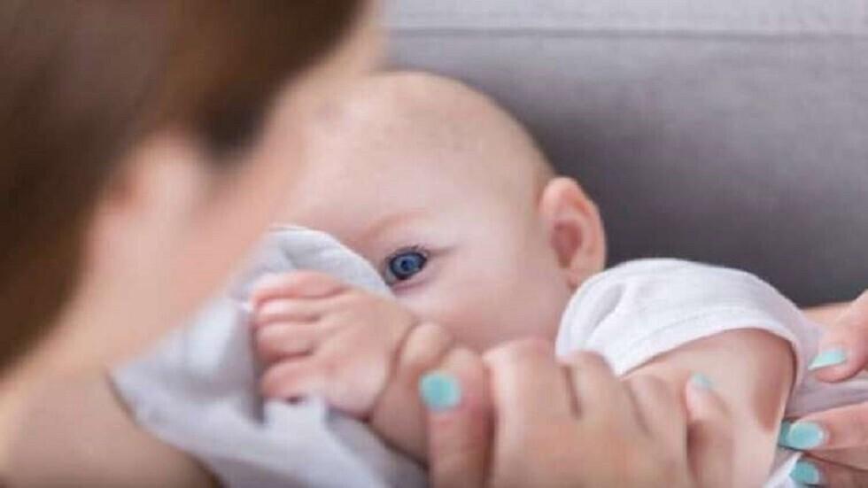 العلماء يطورون أول حليب ثدي