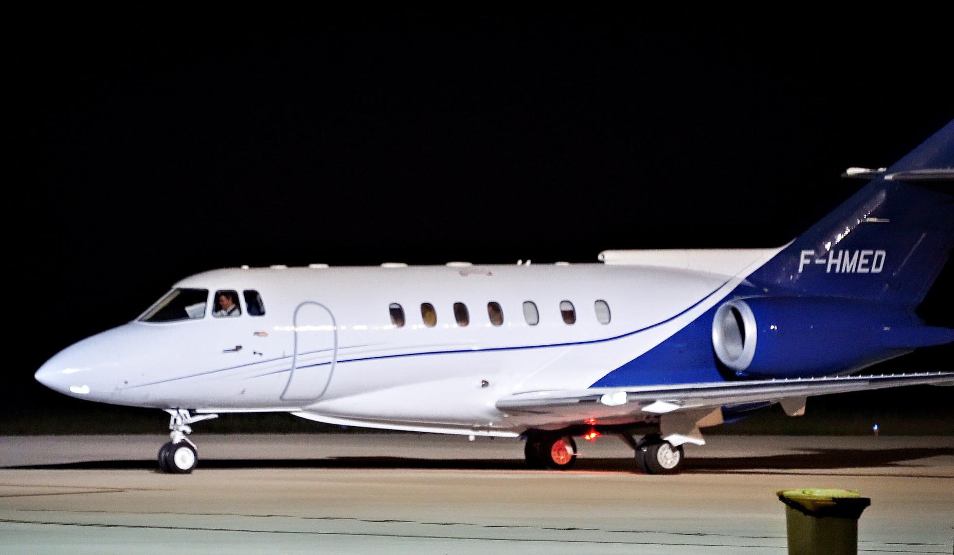الطائرة التي أقلت زعيم جبهة البوليساريو إبراهيم غالي من مطار بامبلونا في إسبانيا إلى الجزائر