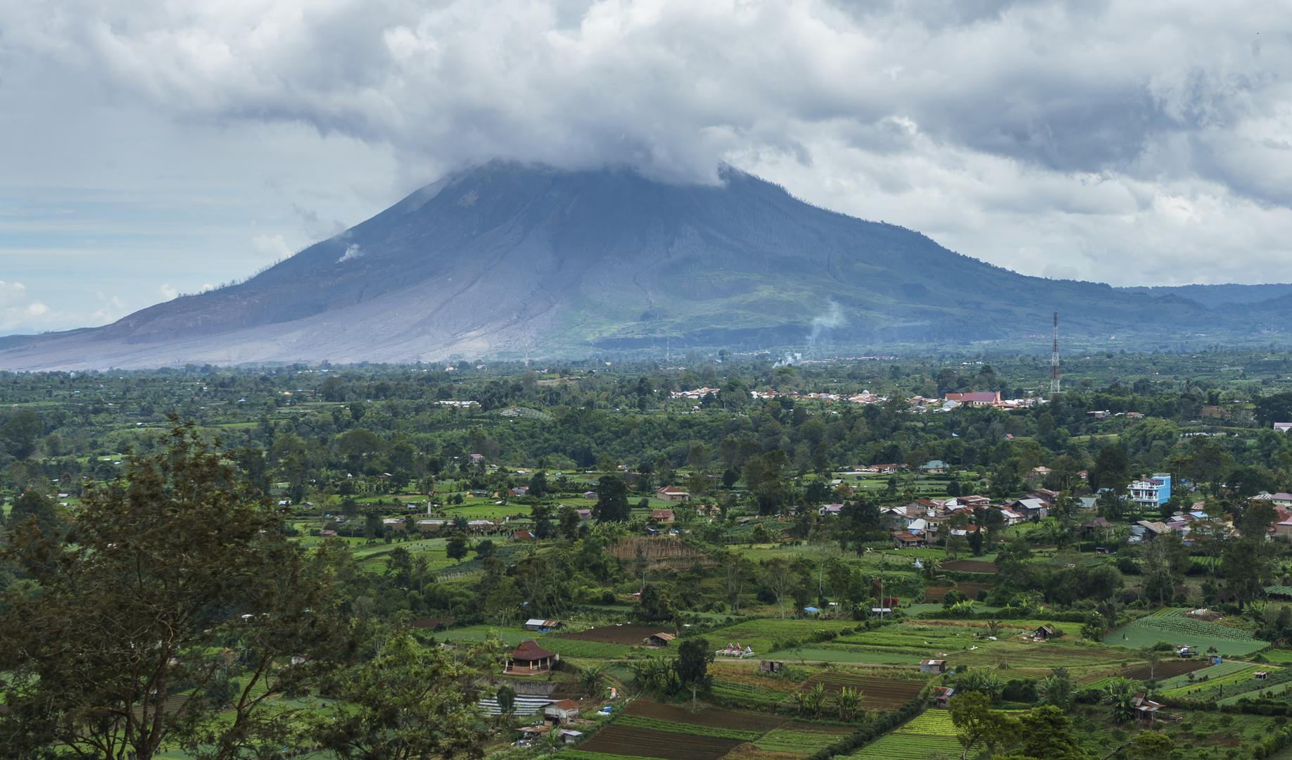دراسة: ثوران بركان كبير قديم دمّر طبقة الأوزون وتسبب في اختناق البشر