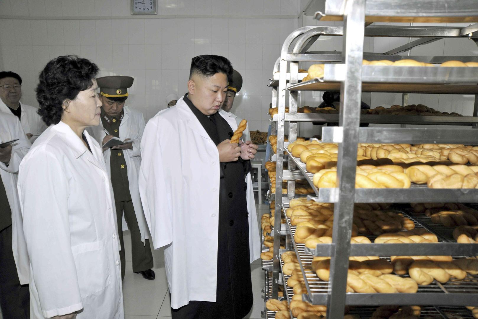زعيم كوريا الشمالية يتفقد مصنعا للمواد الغذائية، صورة من الأرشيف