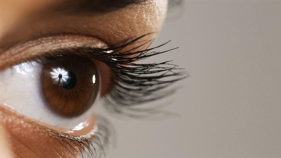 طبيب أعصاب يكشف العلاقة بين رفة العين والسرطان