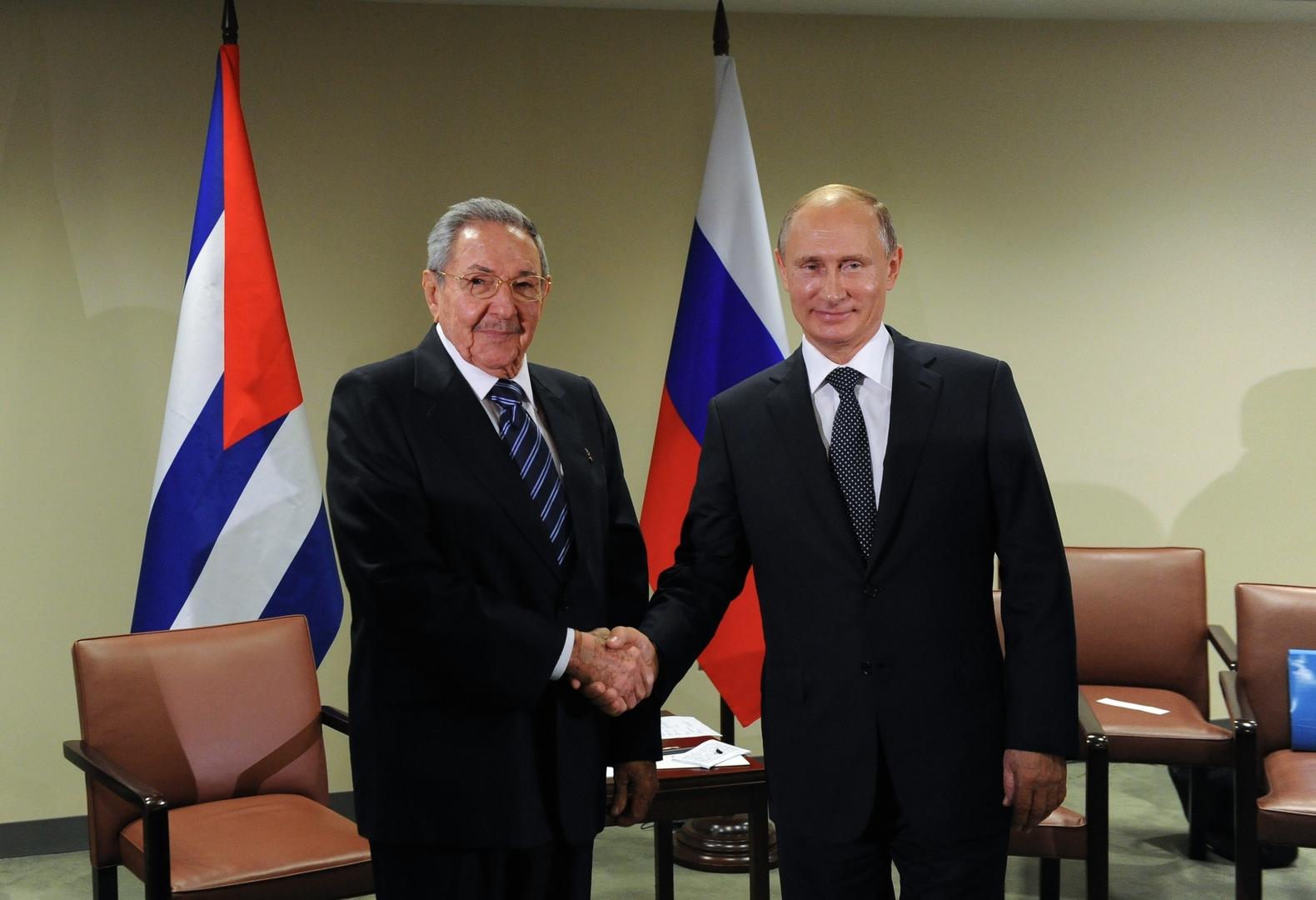 لقاء بين فلاديمير بوتين وراؤول كاسترو - صورة أرشيفية