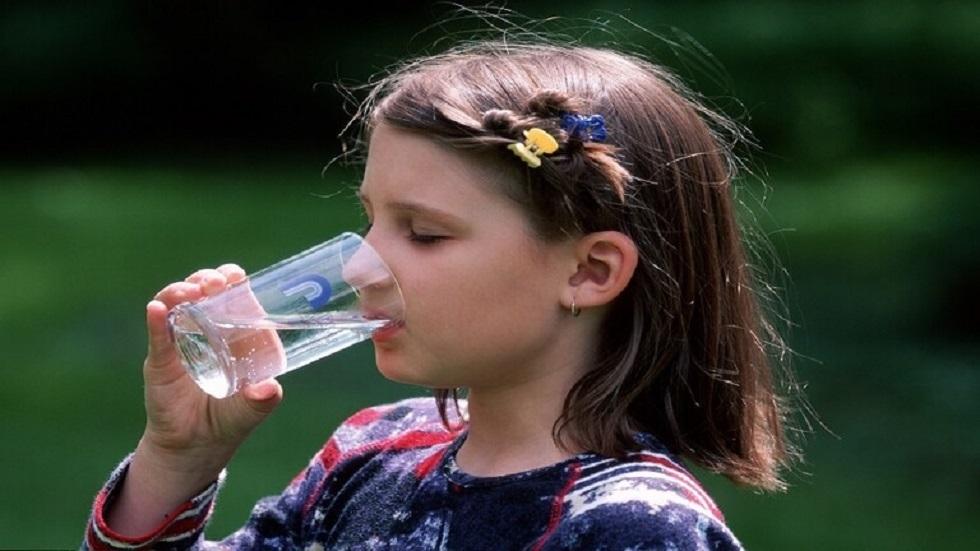 فوائد شرب الماء الدافئ على الريق يوميا