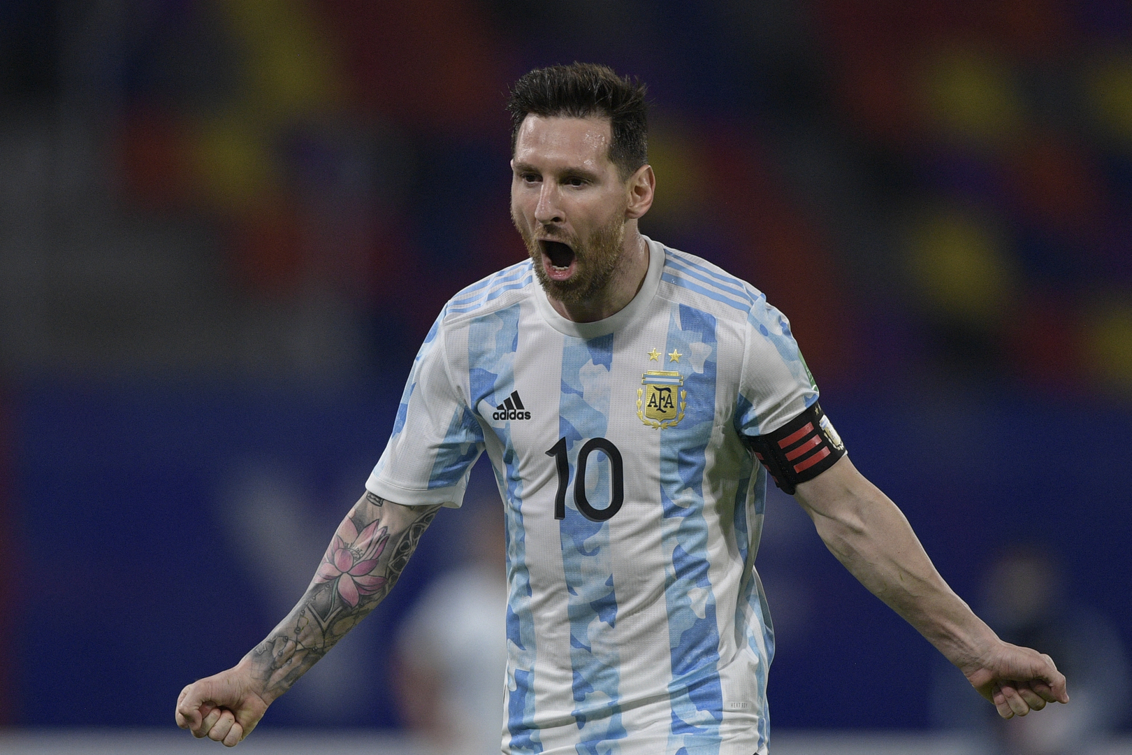 شاهد.. ميسي يهز الشباك والأرجنتين تكتفي بالتعادل مع تشيلي في تصفيات كأس العالم