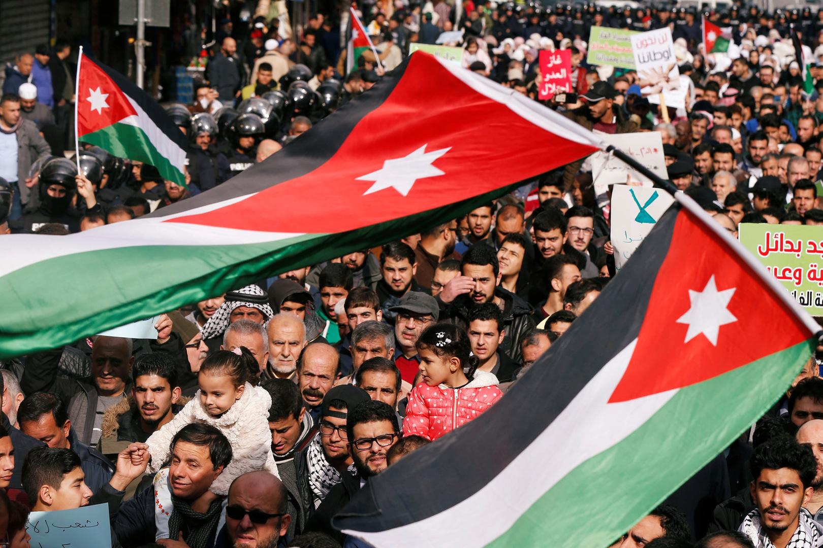 النائب الأردني المجمدة عضويته يقدم استقالته من  البرلمان