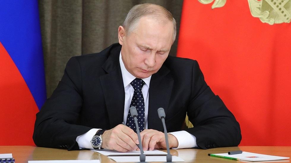 بوتين يوقع قانونا يحظر خوض الانتخابات على المتورطين في نشاط المنظمات المتطرفة