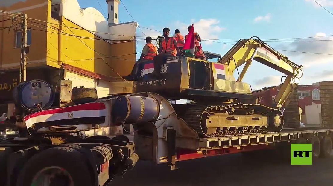 مسيرة الآليات المصرية في شوارع غزة