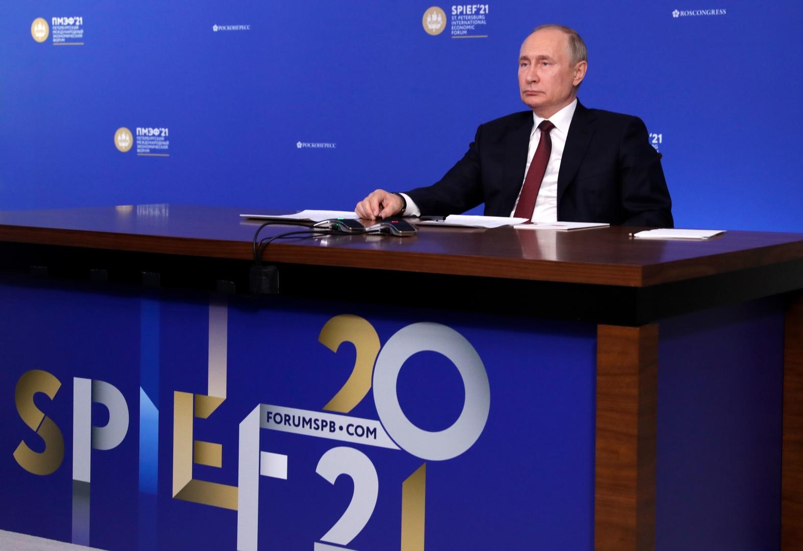 بوتين: روسيا لا تسعى للاستغناء عن الدولار