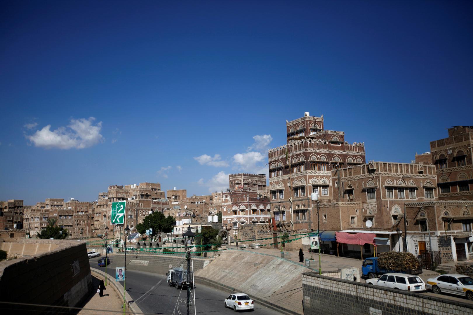 الحوثيون يرحبون بجهود عمان ويعلنون