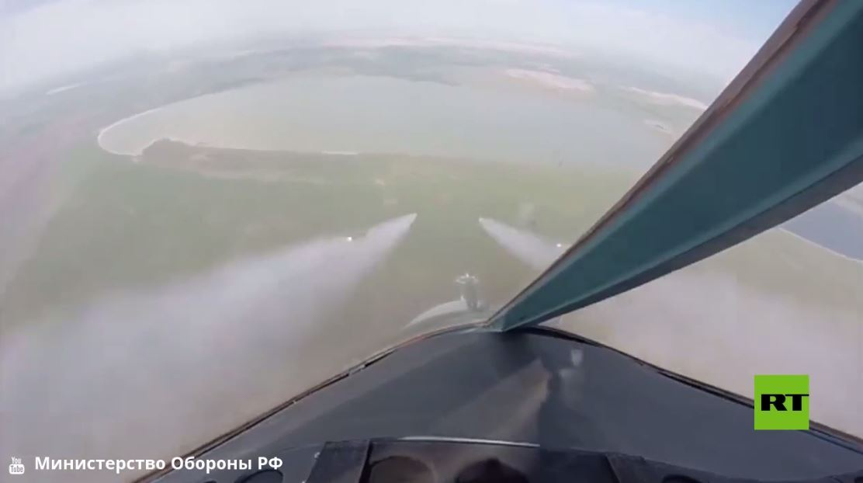 شاهد.. مقاتلات سو-34 الروسية تهاجم مطارا مفترضا للعدو