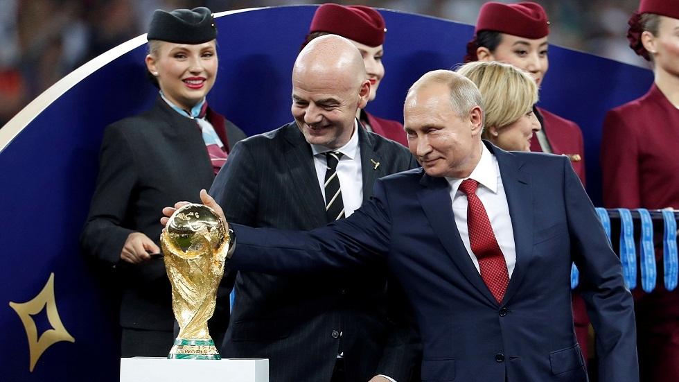 صورة أرشيفية من مراسم تتويج المنتخب الفرنسي بكأس العالم لكرة القدم