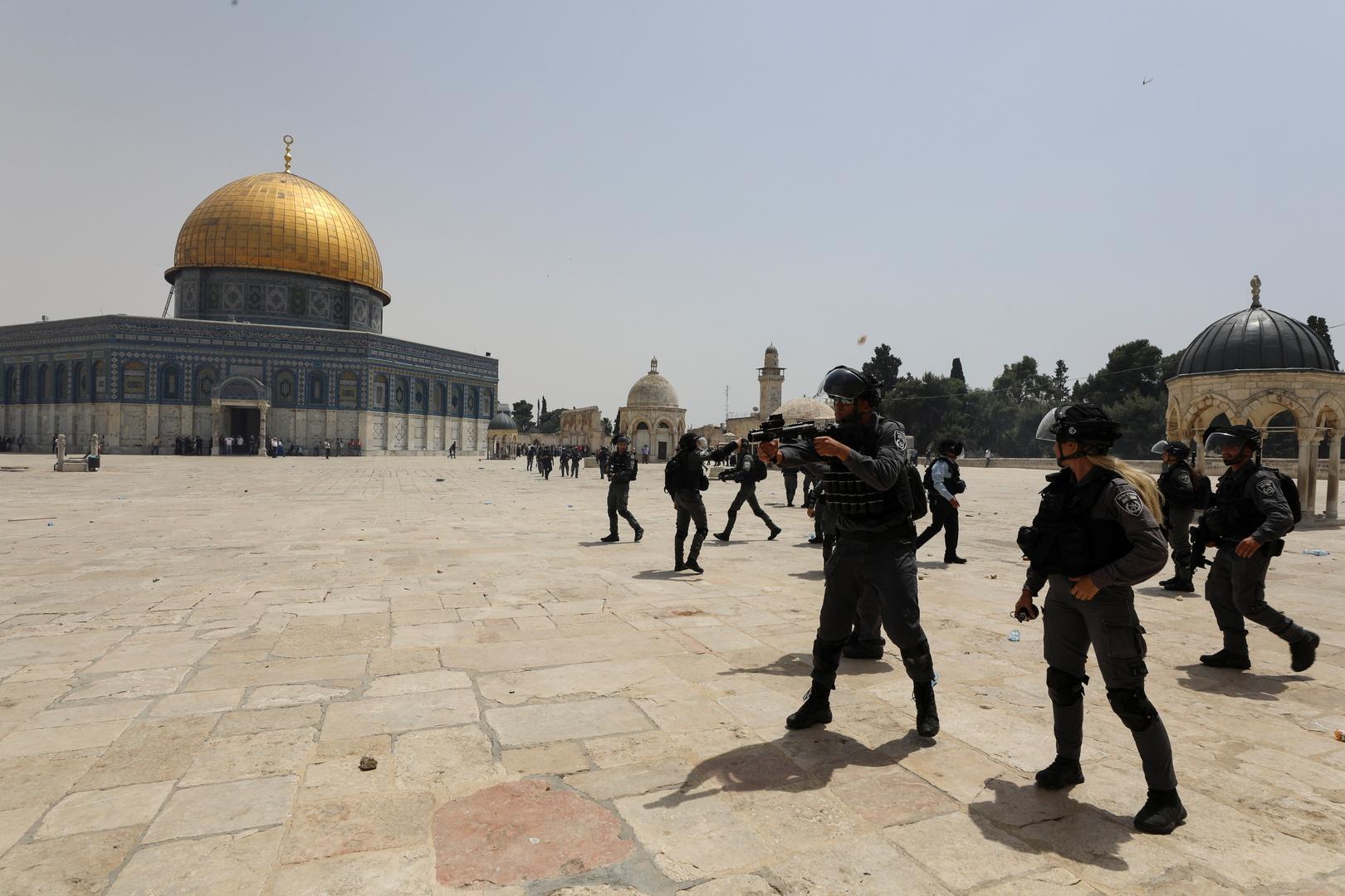 مستوطنون يجددون اقتحامهم للأقصى بحماية الأمن الإسرائيلي