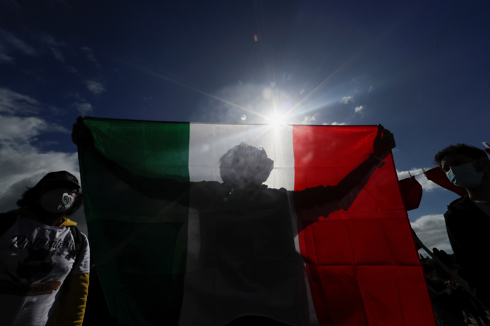 إيطاليا: توقيف مجموعة عنصرية كانت تخطط لهجوم ضد مبنى الناتو