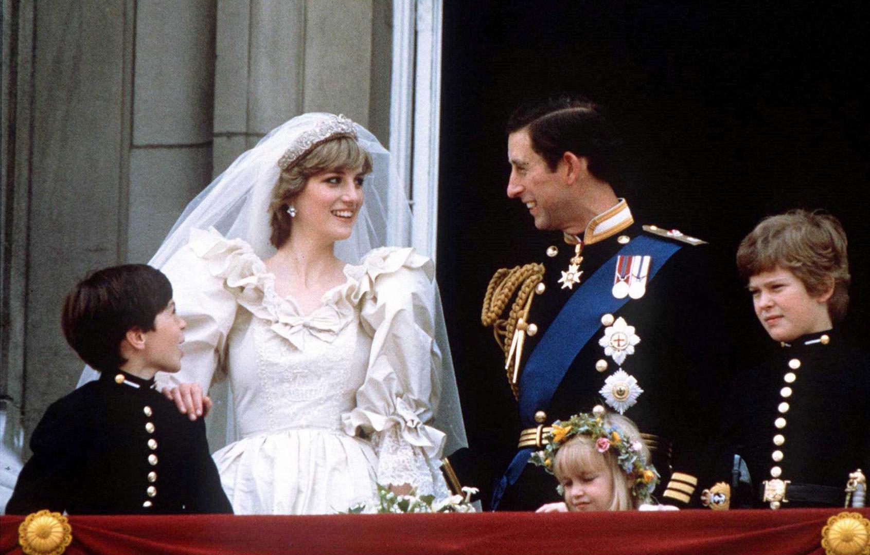 عرض ثوب زفاف الأميرة ديانا في لندن