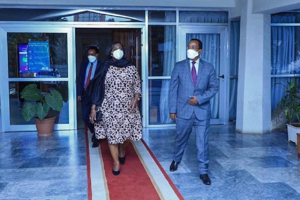 وزير الدولة للشؤون الخارجية الإثيوبية رضوان حسين ووزيرة الخارجية الكينية رايشيل أومامو