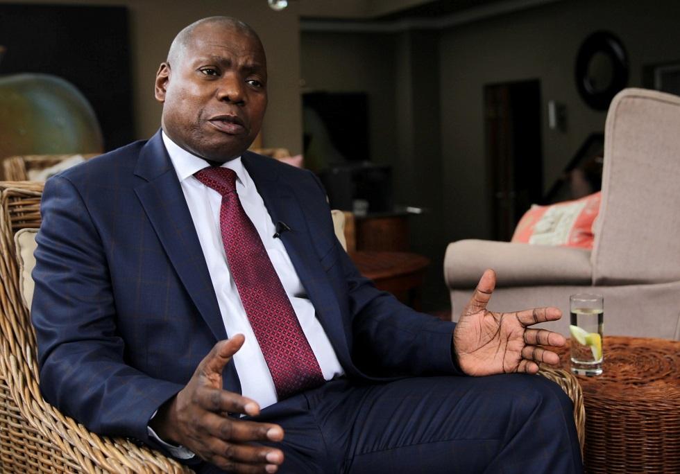 جنوب إفريقيا.. وقف وزير الصحة عن العمل إثر فضيحة فساد