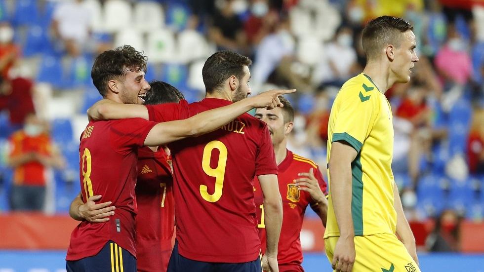 شباب إسبانيا ينجزون المهمة أمام ليتوانيا بدلا من المنتخب الأول الخاضع للعزل