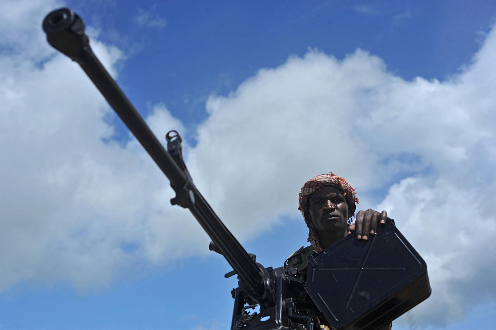 الجيش الصومالي يعلن مقتل أكثر من 60 من مسلحي حركة الشباب في انفجار  قنبلة أثناء تجميعها