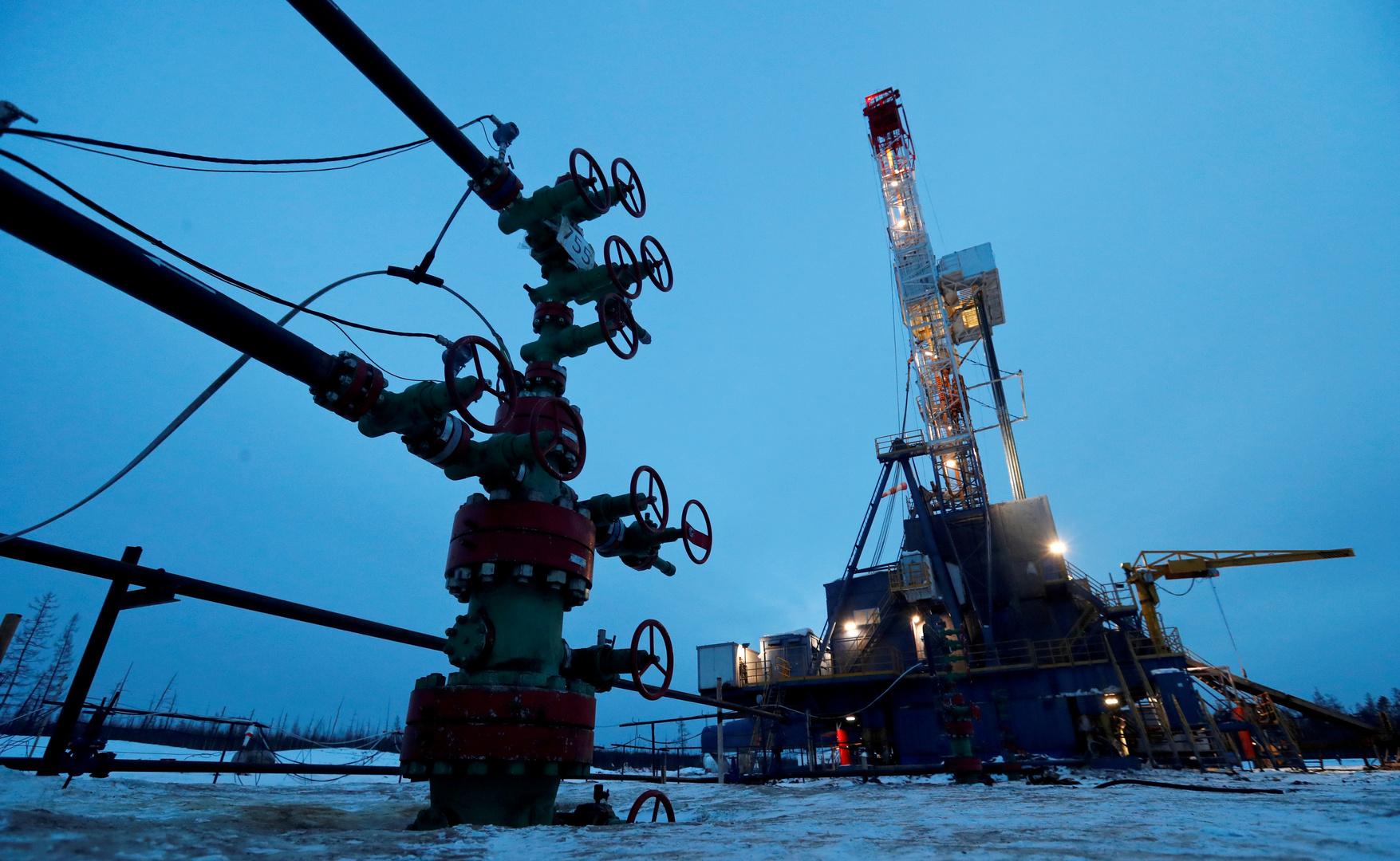 ارتفاع أسعار النفط بفضل مؤشرات على تعافي الطلب