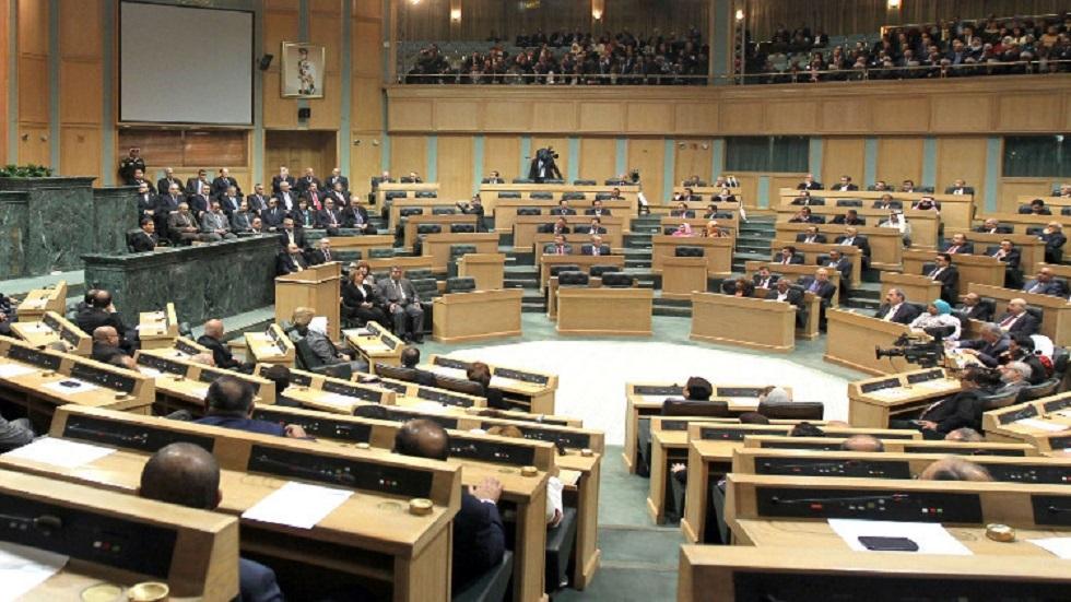 البرلمان الأردني يقر قانون مكافحة الفساد وسط جلبة ومشادات
