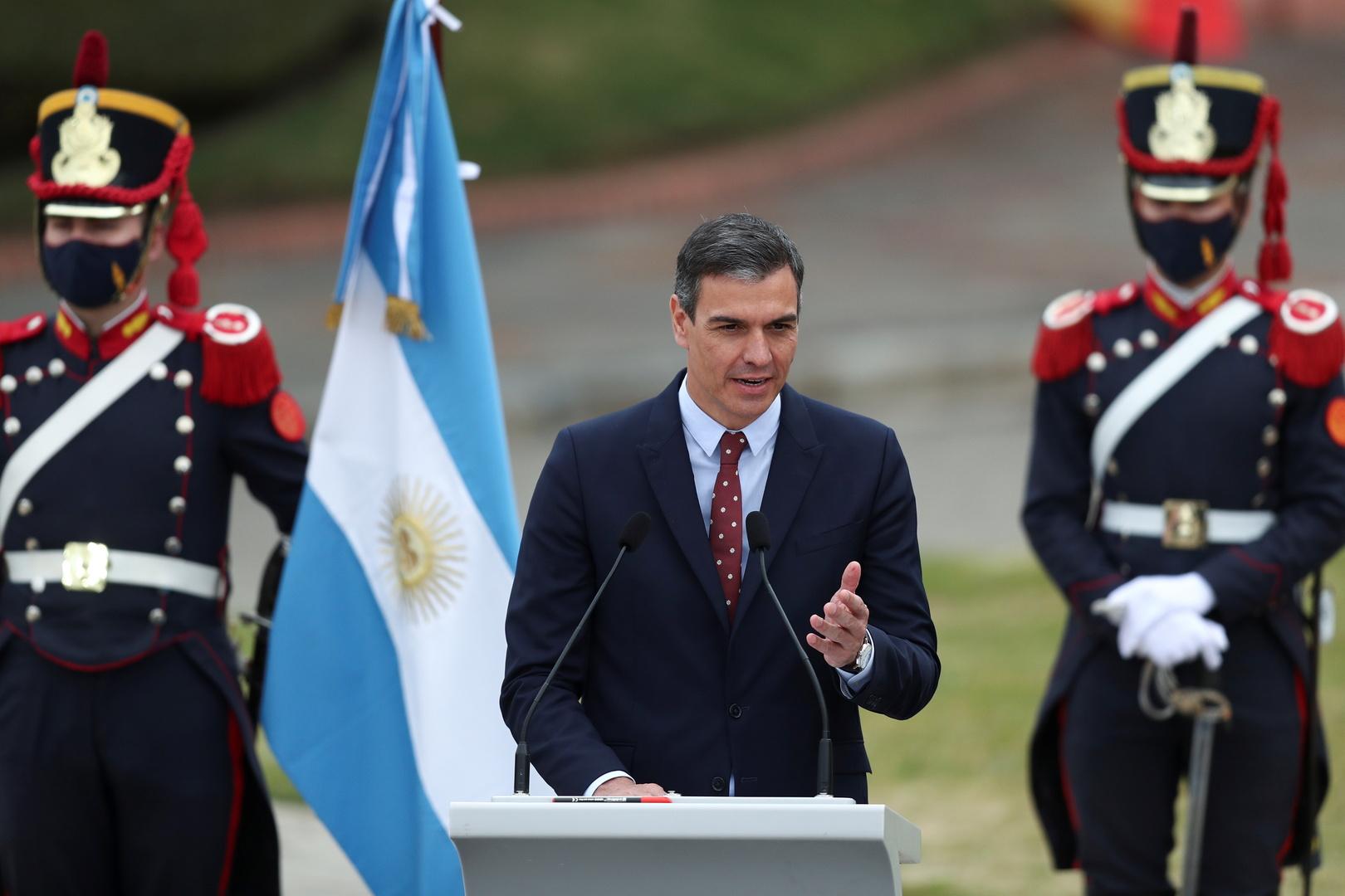 إسبانيا تطالب بإتاحة دخول متلقي لقاح