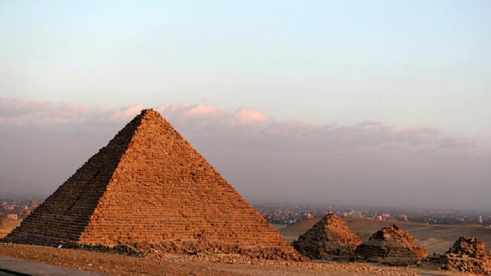 الأهرامات في مصر - أرشيف