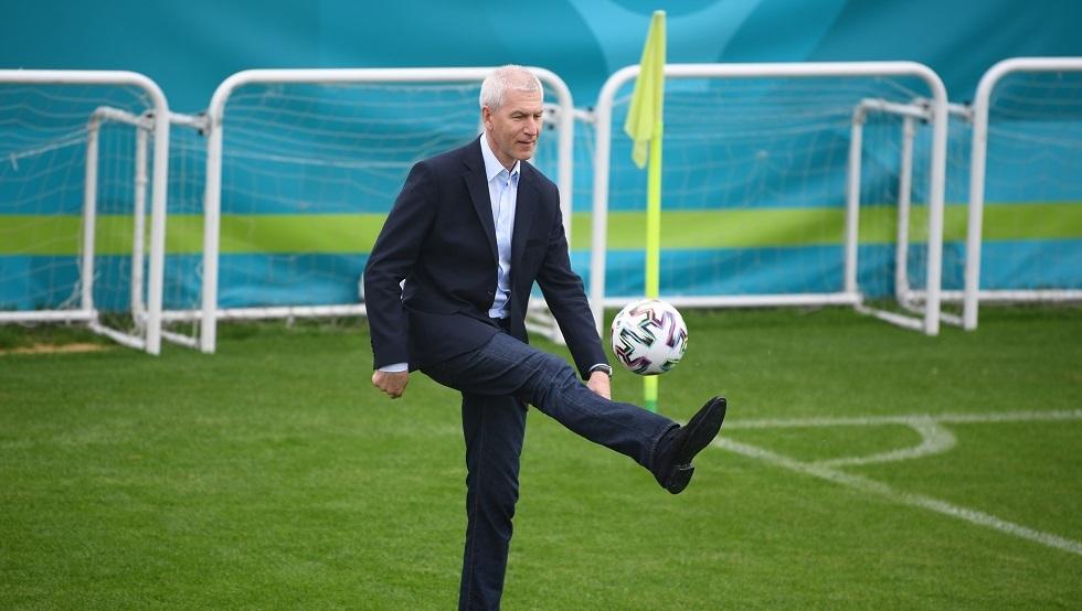 وزير الرياضة الروسي يحدد مهمة منتخب بلاده في
