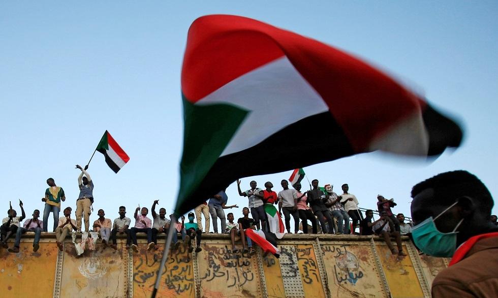 عقب زيادة أسعار الوقود.. تجمع المهنيين السودانيين يدعو للخروج للشوارع وإسقاط الحكومة