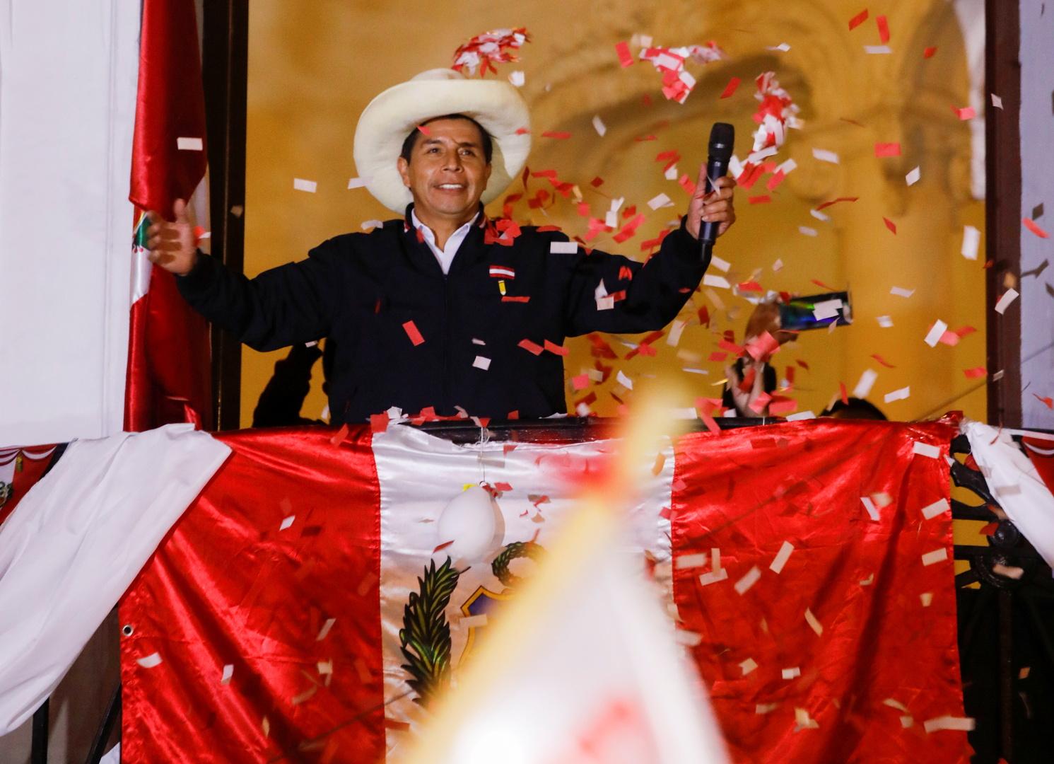 بيرو.. اليساري كاستيليو يقترب من الفوز في الانتخابات الرئاسية