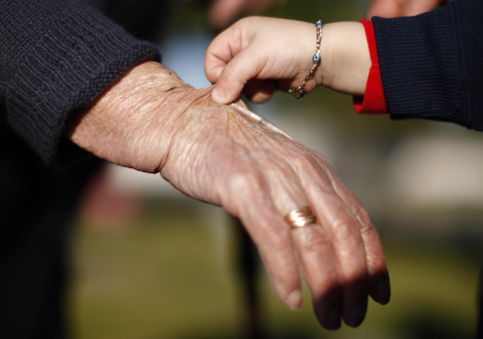 خبير يجد تفسيرا لاختلاف الشيخوخة بين البشر