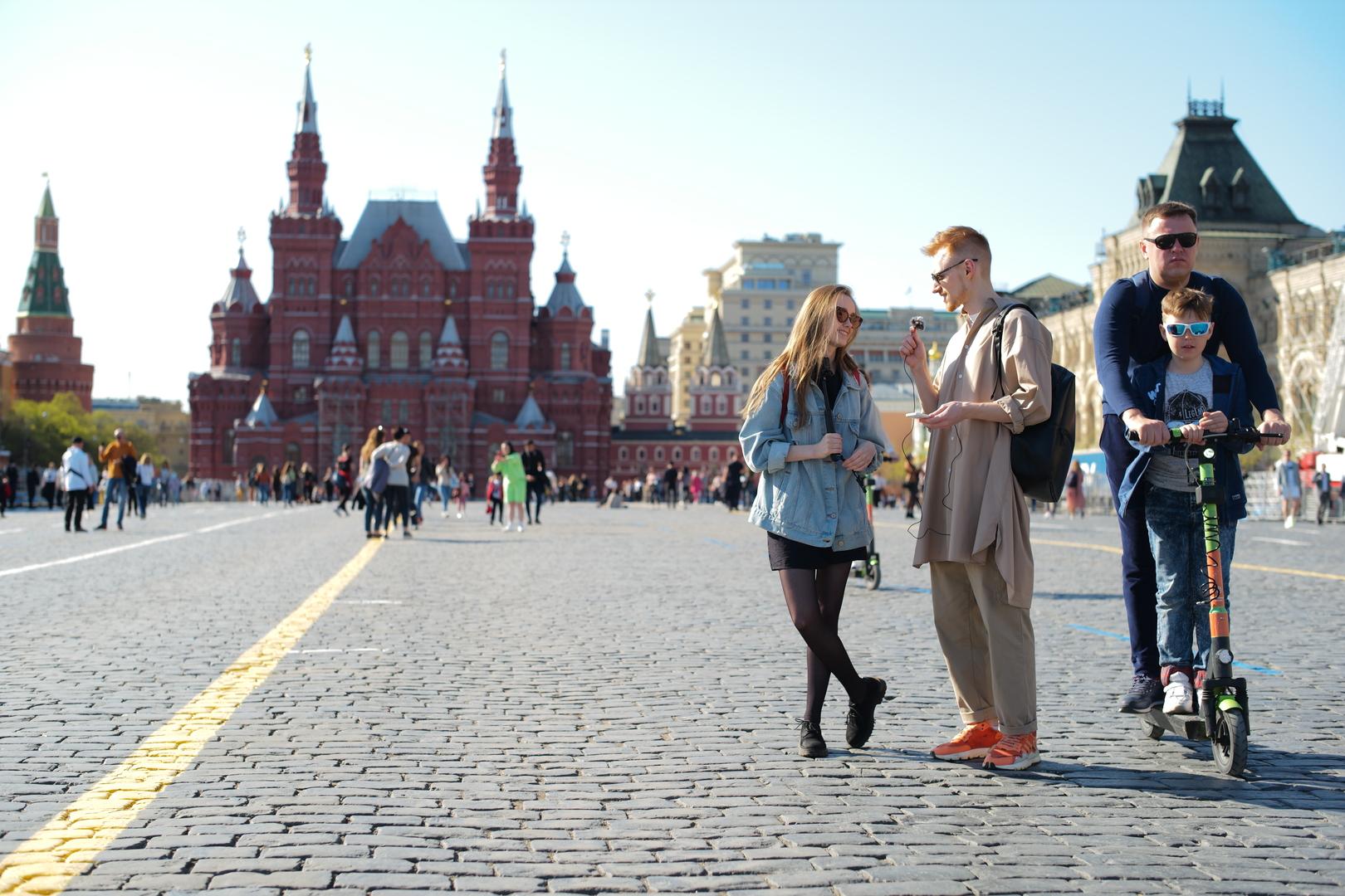 شرطة موسكو توقف رساما قام بمحاكاة عملية انتحاره بطلق ناري في الساحة الحمراء