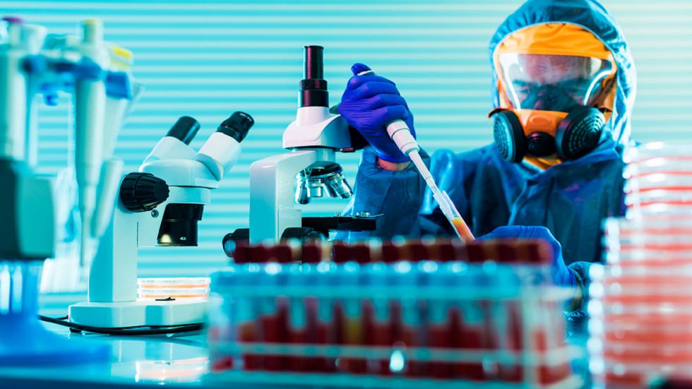 ماذا يفعل العلماء فعلا عندما يدرسون فيروسات