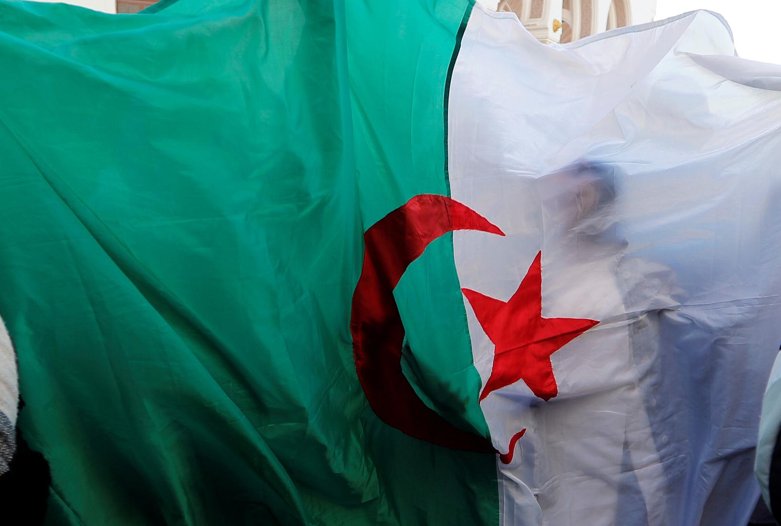 اعتقال اثنين من المعارضين الجزائريين البارزين قبل الانتخابات