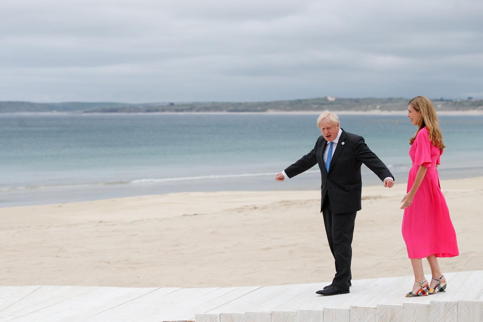 بوريس جونسون وقرينته في استقبال المشاركين بقمة G7 في كورنوال