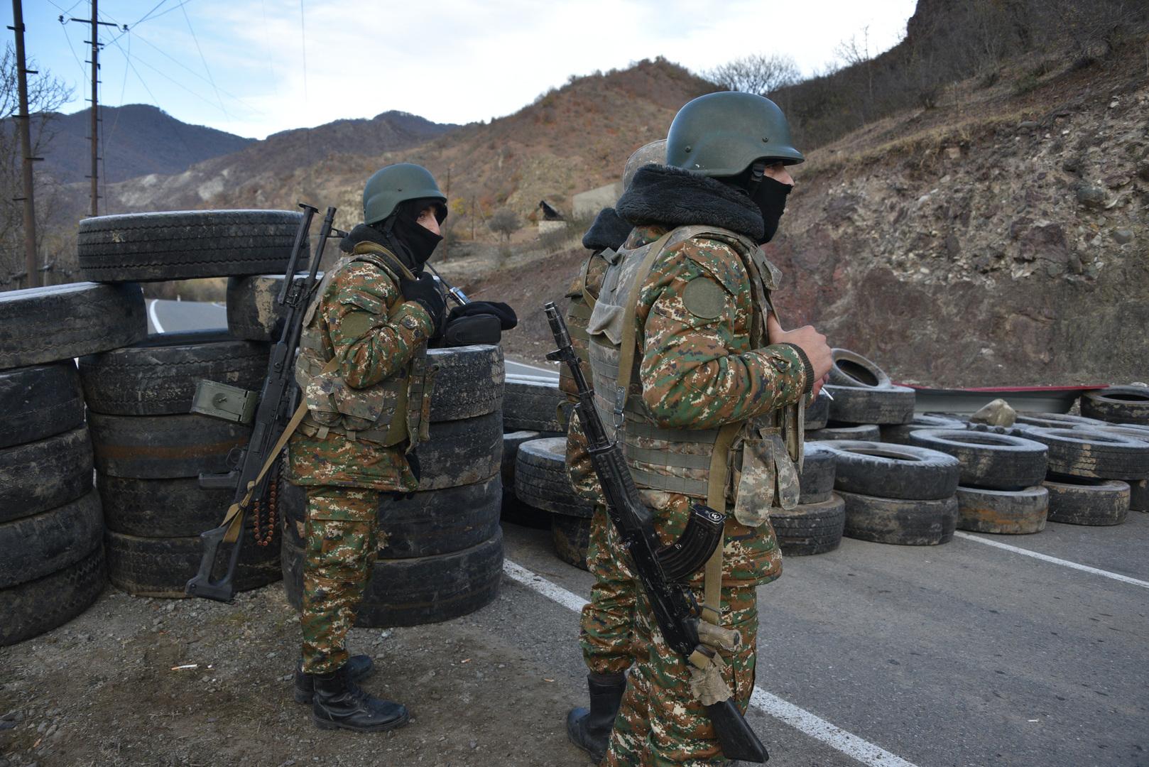 الدفاع الأرمنية تنفي قصف مواقع القوات الأذربيجانية على الحدود