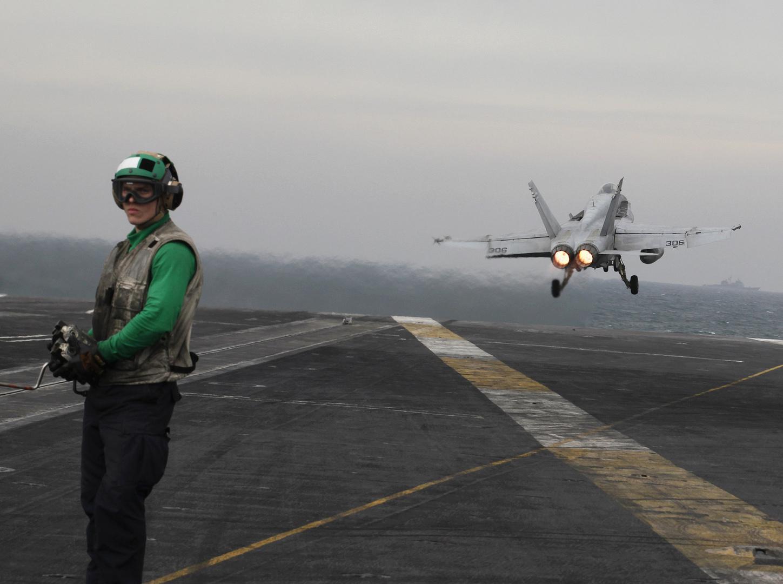 الجيش الأمريكي ينشر لقطات لعملياته في البحر الأحمر