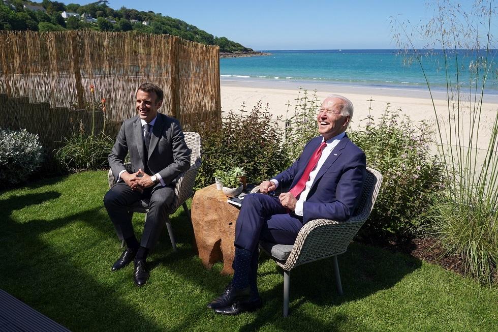 الرئيسان الأمريكي جو بايدن والفرنسي إيمانويل ماكرون