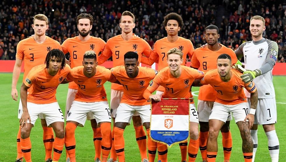 توجيه نصيحة لمدرب هولندا بطريقة غريبة .. صورة
