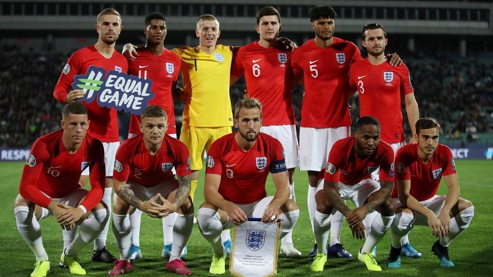 إنجلترا تحث المشجعين على عدم إطلاق صيحات خلال الجثو على الركبة