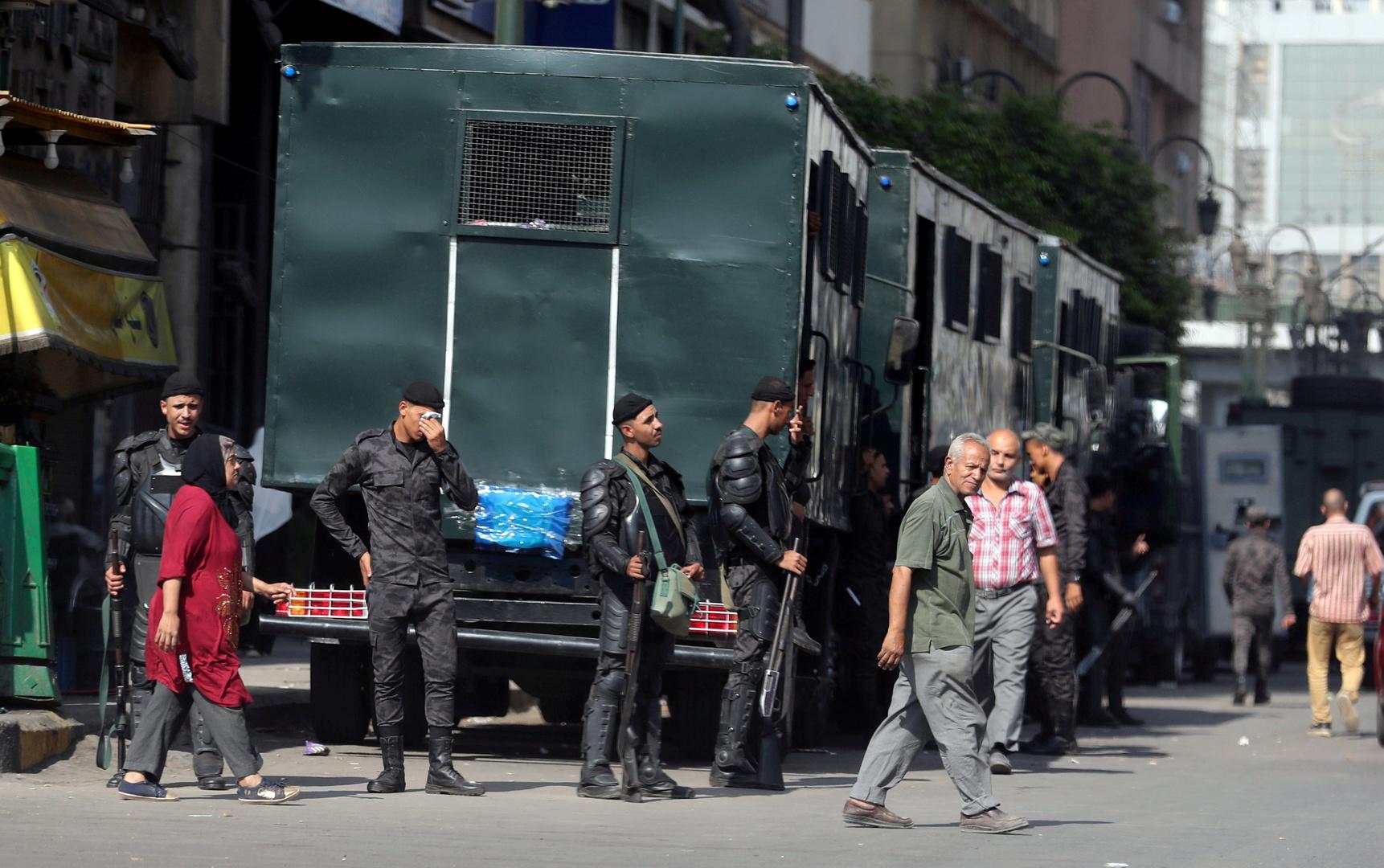 عناصر في الأمن المصري