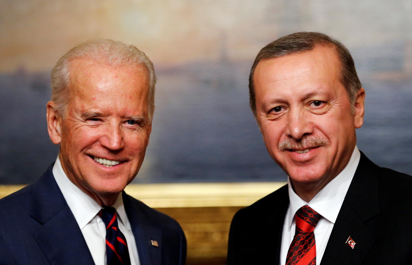 الرئيس الأمريكي جو بايدن ونظيره التركي رجب طيب أردوغان