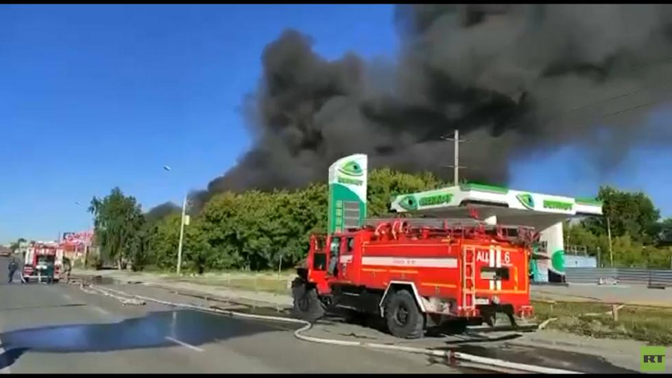 إصابة 6 أشخاص في انفجار بمحطة وقود في مدينة نوفوسيبيرسك الروسية (فيديو)