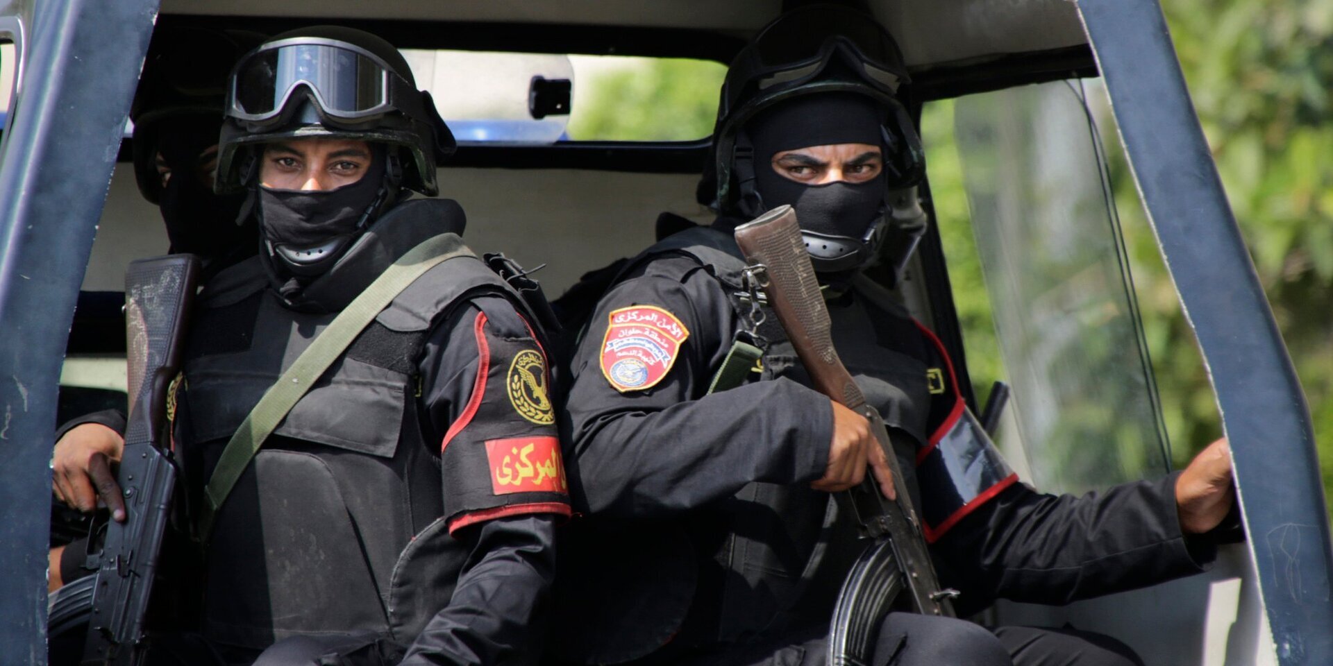 رجل أعمال مصري يعدم زوجته وطفله يسلمه للشرطة